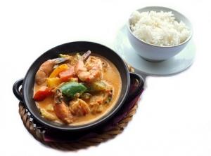 czerwone curry z krewetką i ryżem 430