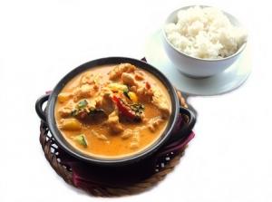 czerwone curry z kurczakiem i ryżem 430 (1)