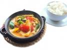 czerwone curry z warzywami i ryżem 430